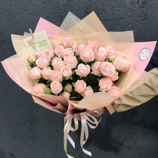 Букет с веточными пионовидными розами