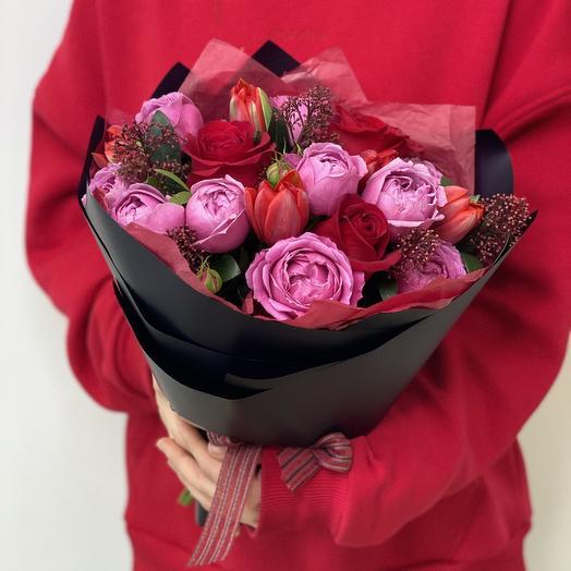 Букет Сицилия из тюльпанов, роз и скиммии