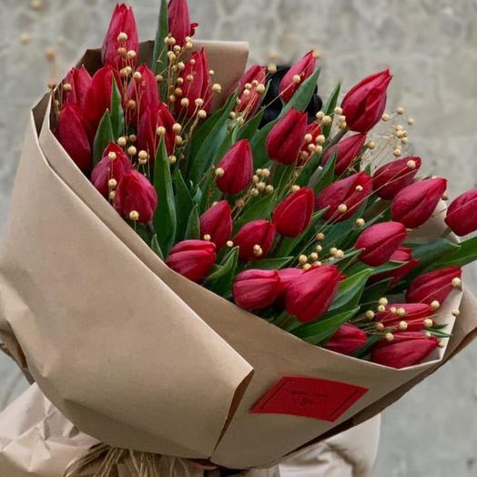 39 ярко красный большой тюльпан