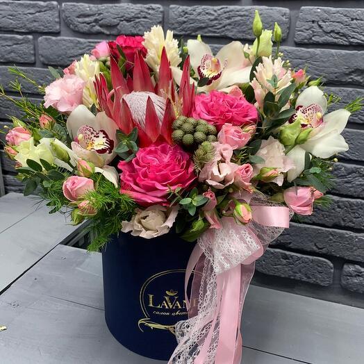 Цветы в коробке 346