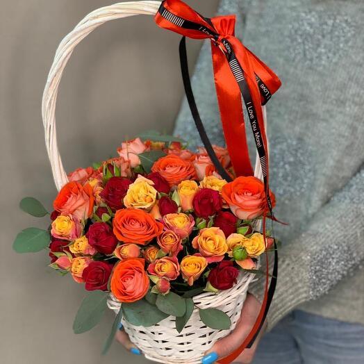 Корзина с кустовыми розами номер 15