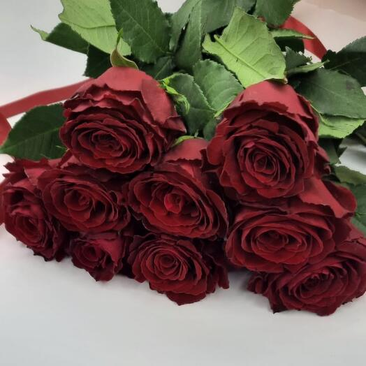 9 роз в ленте