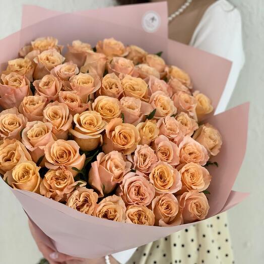 Букет из 51 персиковой пионовидной розы Эквадор
