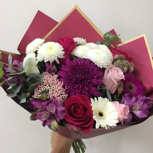 Букет с хризантемами, розой и герберами