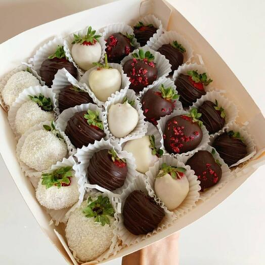 25 клубник в шоколаде в подарочной коробке