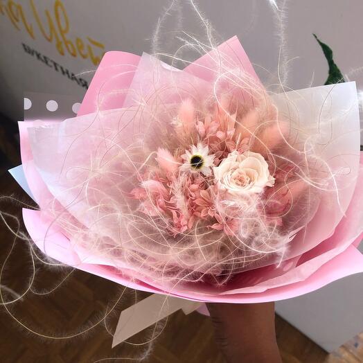 Букет из сухоцветов с розой