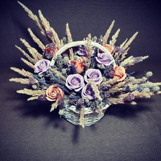 """Композиция из мыльных роз и сухоцветов """"Сиреневая гавань"""""""