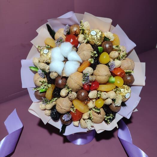 Bouquet of dried fruits and rocher