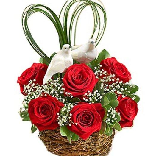 Композиция из розы Люблю: букеты цветов на заказ Flowwow