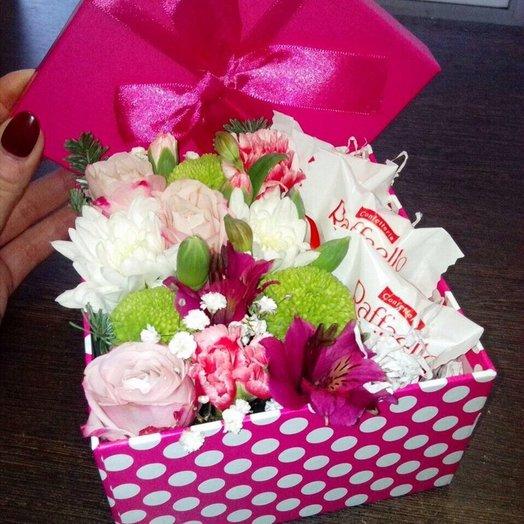 Коробочка с рафаэлло мини: букеты цветов на заказ Flowwow
