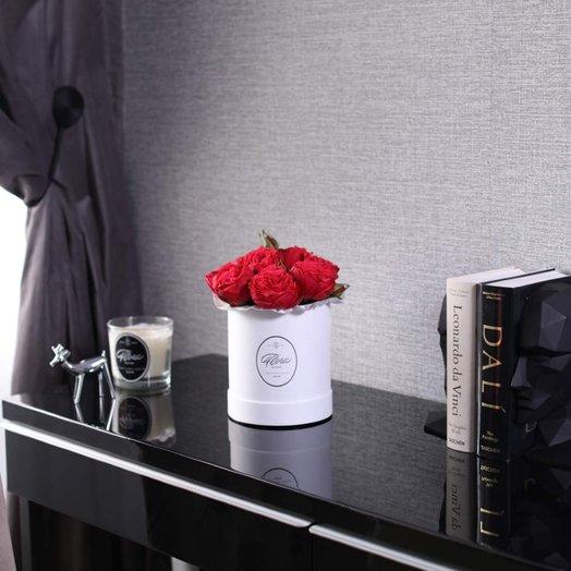 Розы Red Piano в шляпной коробке Demi White: букеты цветов на заказ Flowwow
