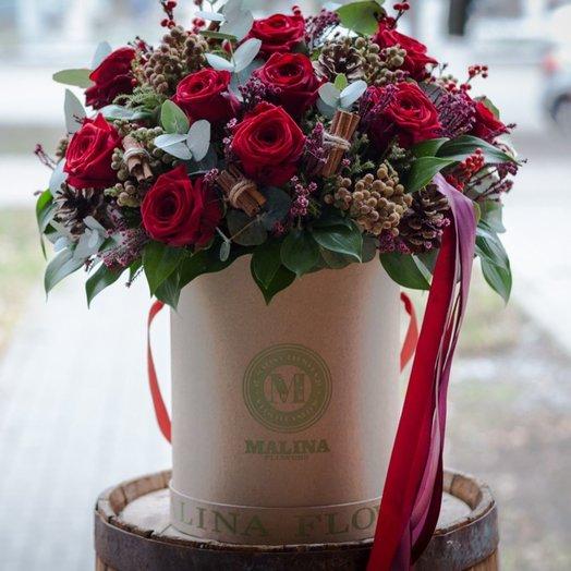 Коробка с классическими красными розами