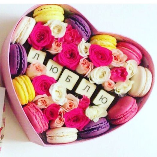 Коробочка с вкусностями: букеты цветов на заказ Flowwow