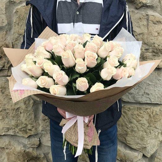 Нежный букет кремовых роз Талея 51 шт: букеты цветов на заказ Flowwow