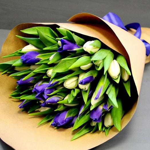 Букет из белых тюльпанов и ирисов: букеты цветов на заказ Flowwow