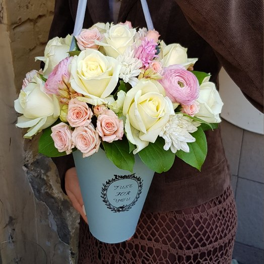 Сумочка леди: букеты цветов на заказ Flowwow