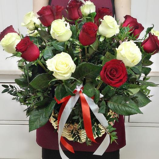Корзина из 25 роз с писташем 1