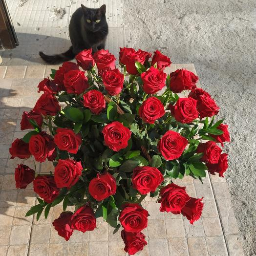 Корзина из 51 розы: букеты цветов на заказ Flowwow