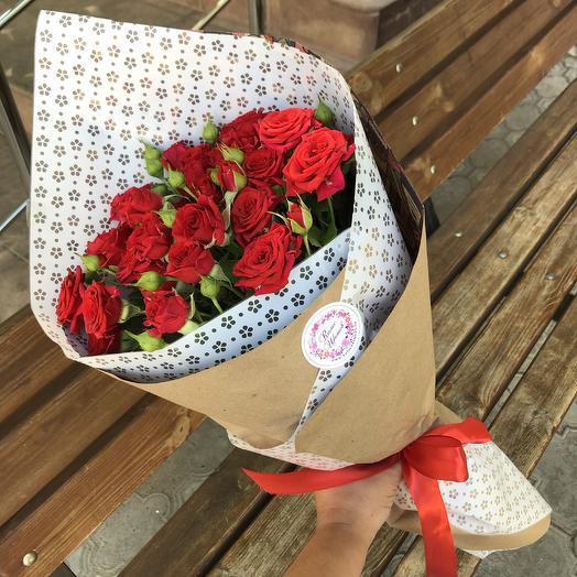 Букет кустовых красных роз: букеты цветов на заказ Flowwow