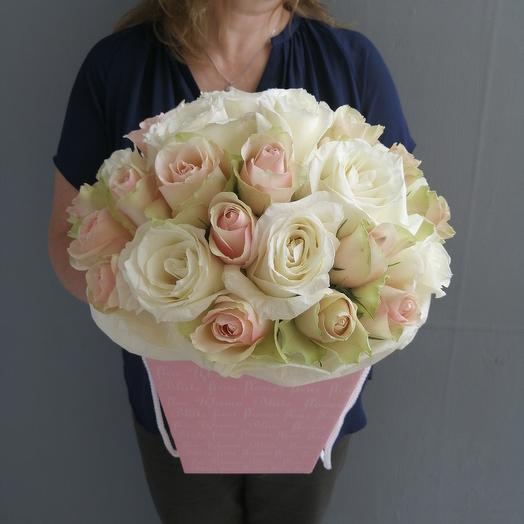 Нежная коробка с розами: букеты цветов на заказ Flowwow