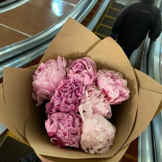 Пионы Сара Бернар розовые в крафтовой упаковке 7 Шт: букеты цветов на заказ Flowwow