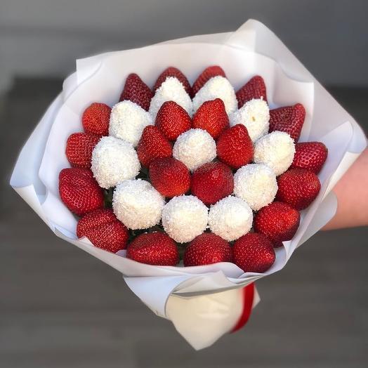 "Set Strawberries in Chocolate ""Raffaello"""