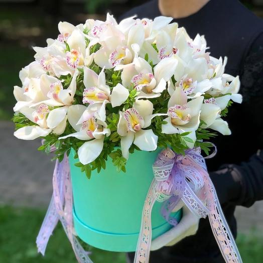 Коробка с орхидеями