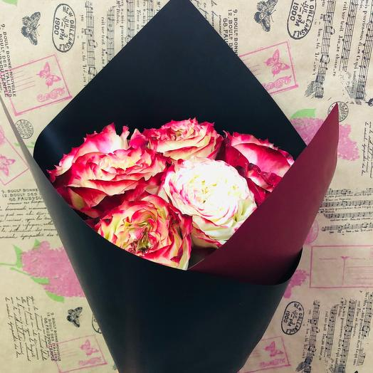 Моно букет из пионовидной розы