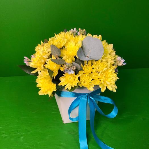 Цветы в коробке с твидией