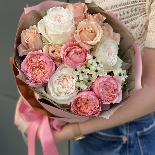Букет из пионовидной кустовой и одноголовой розы Ля Флёр