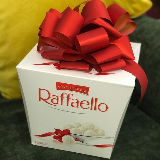 Большая коробка сладостей Raffaello
