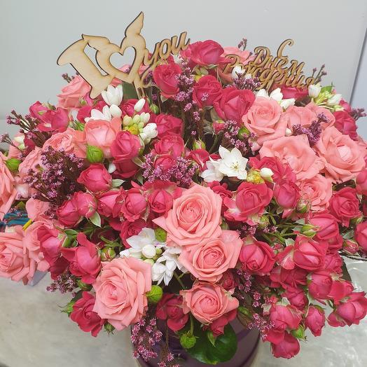Цветы в коробке кустовая роза