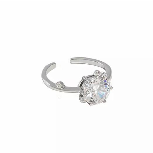 Кольцо из серебра с мерцающим цирконом