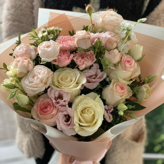 Букет цветов в нежных оттенках