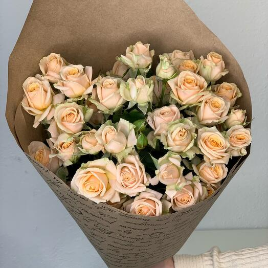 Букет из кустовой розы «Ваниль»