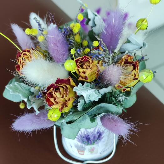 Сухоцветы в ведерке
