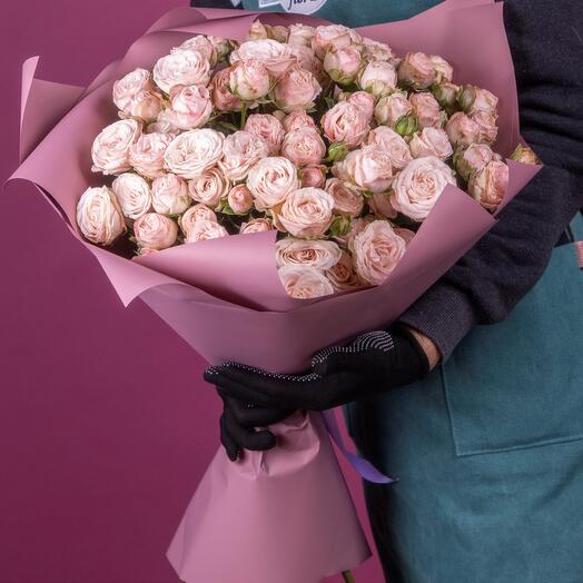 Букет из 19 нежно-розовых пионовидных кустовых роз
