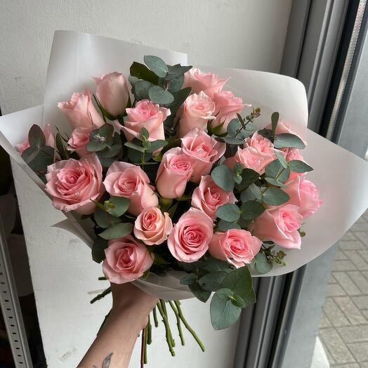 21 розовая Роза с эвкалиптом