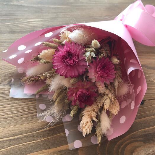 Букет из сухоцветов с гелихризумом