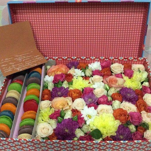 Коробочка с цветами Позитивная: букеты цветов на заказ Flowwow