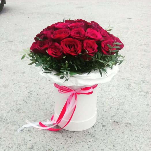 Букет роз в шляпной коробке: букеты цветов на заказ Flowwow