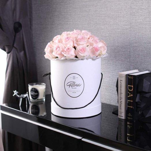 Розы Senorita в шляпной коробке Grand White