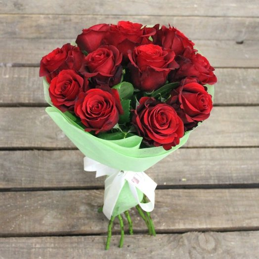 A bouquet of 11 roses