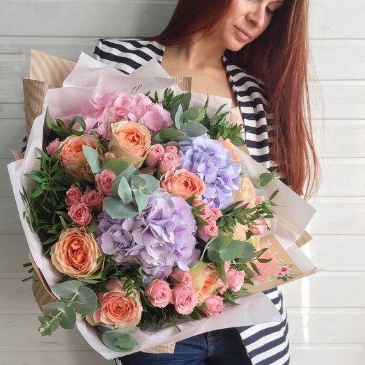 Букет с пионовидными розами и гортензией: букеты цветов на заказ Flowwow