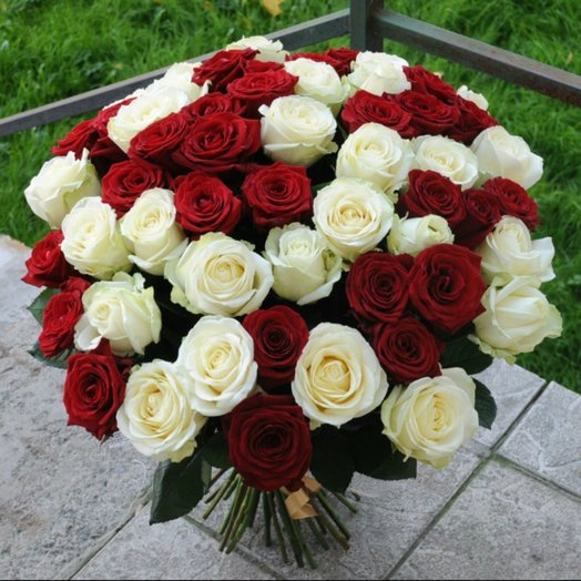 Букет с 51 розой: букеты цветов на заказ Flowwow