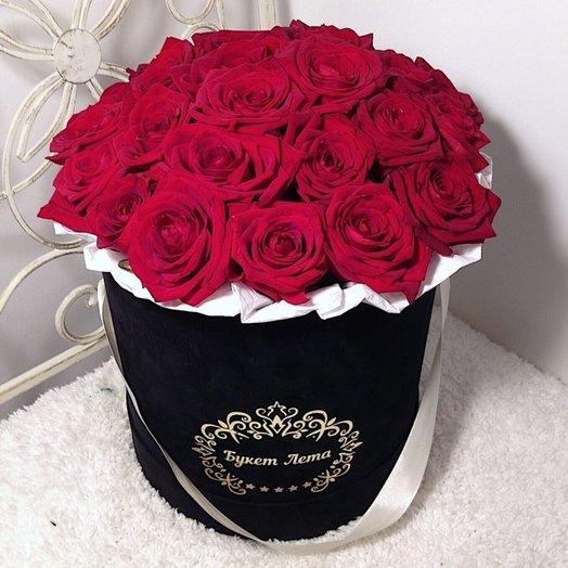 25 красных роз в бархатной черной коробке: букеты цветов на заказ Flowwow