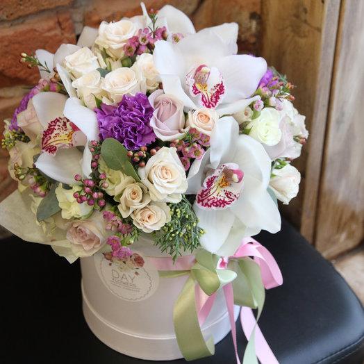 Box32 с орхидеями: букеты цветов на заказ Flowwow