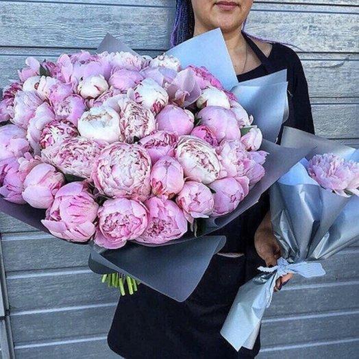 Волшебный букет из 51 пионов: букеты цветов на заказ Flowwow