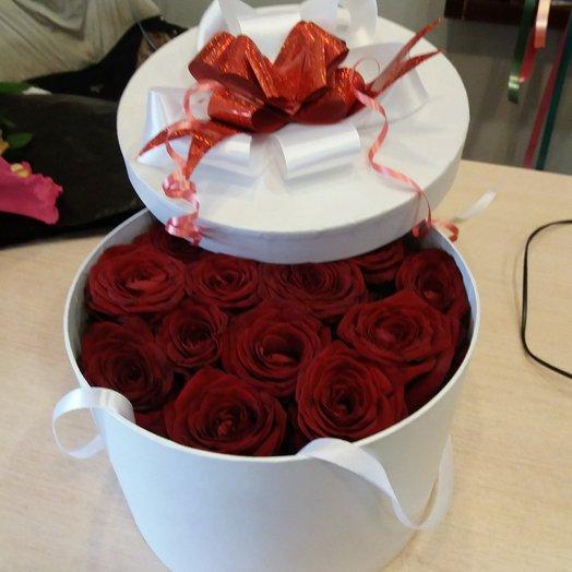 Коробка с розами Любовь: букеты цветов на заказ Flowwow