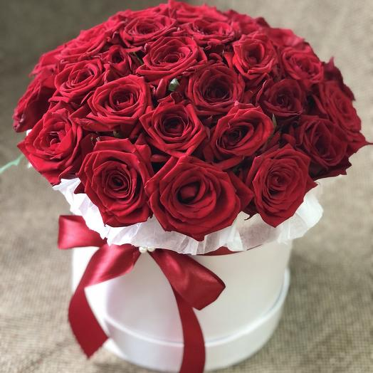 33 розы в коробке
